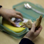 Was ganz besonderes: Als in der Nachkriegszeit das Essen knapp war, war das Butterbrot mit Wurst dem Ernährer der Familie vorgehalten. Er bekam das Brot mit zur Arbeit, wenn am Abend noch eine Scheibe übrig war, dann durften die Kinder ran.