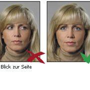 Vorgaben zur Frisur, den Haaren oder einem gibt es nicht. Jedoch sollte das Gesicht des Karteninahbers gut erkennbar sein.