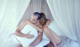 Seit Jahrzehnten fragen sich Paarforscher: Was ist das Geheimnis funktionierender Liebesbeziehungen? Der Berliner Psychotherapeut Dr. Wolfgang Krüger erklärt, dass der Nähe-Distanz-Konflikt entscheidend ist. (Foto)