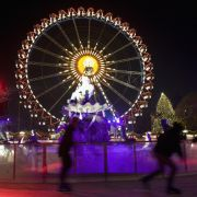Auch die Hauptstadt ist in die Weihnachtsmarktsaison gestartet: Traditionell nach dem Totensonntag eröffneten in Berlin die ersten Weihnachtsmärkte am Gendarmenmarkt, Alexanderplatz, Potsdamer Platz und der an der Gedächtniskirche. Am Roten Rathaus können