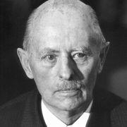 Eine braun schillernde Persönlichkeit der frühen Bundesrepublik war auch Reinhard Gehlen, der als Wehrmachtsgeneral unter Hitler für die Spionage im Osten zuständig war.