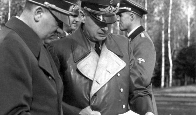 Adolf Hitler und sein Minister Joachim von Ribbentrop: Das Auswärtige Amt hatte ein eigenes Judenreferat, das DIII.