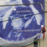 ... ist die Nazi-Vergangenheit vielfach noch nicht umfassend durchleuchtet. Schalke 04 war im Jahr nach seinem 100. Geburtstag der erste Fußballclub.