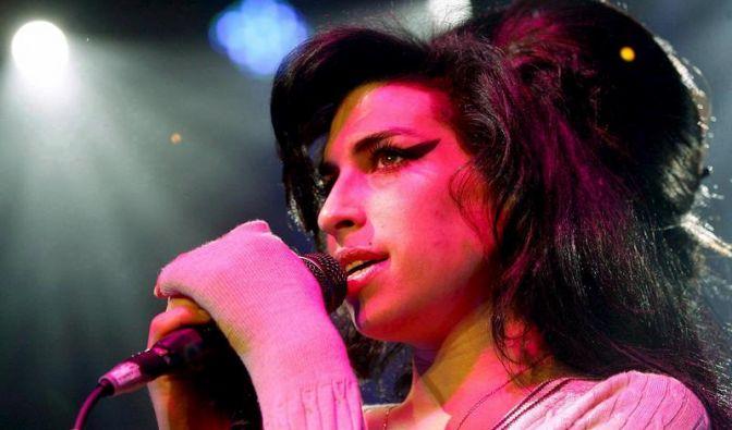Rekordpreis für Kleid von Amy Winehouse (Foto)
