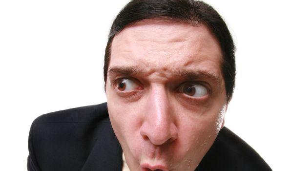 «Mund- und Schweißgeruch, ein ungepflegtes Äußeres, schlecht sitzende oder unpassende Kleidung oder zu viel Parfüm kommen ganz sicher nicht gut an», sagtVictoria Tschirch vom Karriereportal Absolventa.