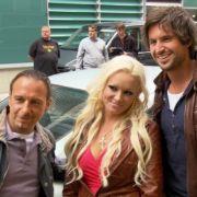 Oder kommen die beiden in Frage? Daniela Katzenberger stand zum ersten Mal als Schauspielerin vor der Kamera. Für die RTL-Serie Alarm für Cobra 11 spielte sie an der Seite von Tom Beck (rechts) und Erdogan Atalay eine Tierpflegerin.