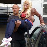 ... endlich ihren Traummann kennenzulernen. Denn das ist der größte Wunsch von Daniela für 2012. Dieser Stuntman des Cobra-11-Teams (Foto) kommt ihr ja schon ganz schön nahe. Vielleicht ist das schon der neue Kater an Katzes Seite?