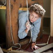In ihrer selbst gebauten «Pressmaschine» kommt die Autistin Temple Grandin (Claire Danes) zur Ruhe.