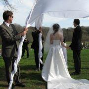 Jüdische Brautpaare geben sich unter einer «Chuppa» - einem Traubaldarchin - das Ja-Wort.