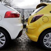 Die schlechte Sicht nach hintenteilen sich beide Konkurrenten.