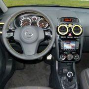 Der Opel Corsa ist gut verarbeitet und bietet ein ebenso wertiges Cockpit ...