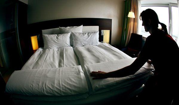 Groß ist die Vorfreude auf den gemeinsamen Urlaub - und ebenso groß war die Enttäuschung eines Paares, als es statt eines Doppelbettes zwei Einzellliegen vorfand. Ein «friedliches und harmonisches Einschlaf- und Beischlaferlebnis» sei nicht möglich gewese