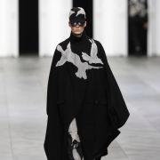 Etwas außergewöhnlich sieht das Design beim belgischen Modeschöpfer Kris Van Assche aus.