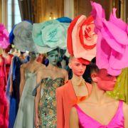 Beim französischen Designer Alexis Mabille sind die Kreationen vor allem bunt.