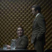Eine junge Generation um den intriganten Percy Alleline (Toby Jones, links sitzend) übernimmt die Macht. Im «Circus», wie der Auslandsgeheimdienst von seinen Agenten genannt wird, brechen neue Zeiten an.