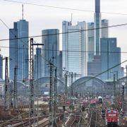 ... manipulieren noch diverse andere Faktoren die Statistik. Die Stadt Frankfurt weist immer wieder darauf hin, dass in ihren Bankentürmen natürlich viel Wirtschaftsdelikte stattfinden.
