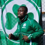 Gerald Asamoah will Greuther Fürth Glück bringen und den Aufstieg in die erste Liga schaffen - und der Verein macht Asamoah glücklich.