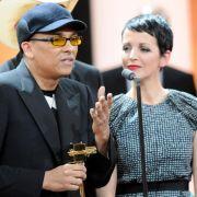 Gestern noch auf dem Jurorenstuhl, jetzt als Geehrte bei der Goldenen Kamera: Nena und Xavier Naidoo wurden als Vertreter der Casting-Show The Voice of Germany in der Kategorie «Beste Unterhaltung» geehrt.