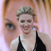 Til Schweiger kam ohne Fliege, Scarlett Johansson schlicht in Schwarz, inklusive Nagellack. Das passte. Die «Beste Schauspielerin International» will sich Berlin übrigens bei wärmerem Wetter noch einmal genauer ansehen.