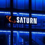 Die berühmteste Saturn-Werbung ist schon ein paar Jahre älter - zwischen 2003 und 2004 warb die Kette mit dem Slogan «Geiz ist geil!».