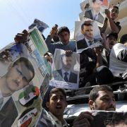 Anhänger des syrischen Machthabers Assad demonstrieren in Beirut.