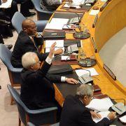 Eine kleine Geste mit großer Wirkung: Der russische UN-Botschafter erhebt seine Hand zum Veto im UN-Sicherheitsrat.