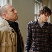 Der Vater fällt seinen Sohn beim Wiedersehen an: «Du bist ein eiskalter Killer. Du hast drei Menschen auf dem Gewissen.»