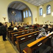 Und noch ein finanzieller Wohltäter sorgte in der vergangenen Woche für Aufmerksamkeit: Insgesamt 130.000 Euro verschenkte der anonyme Spender an Vereine, Kirchengemeinden und Privatpersonen - in Briefumschlägen mit je 10.000 Euro.