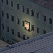 Kim Il-Sung ist der Gründer Nordkoreas. Mit seinem Bild werden Häuser in Pjöngjang dekoriert. Damir Sagolj aus Bosnien-Herzegowina machte dieses Foto im Herbst 2011.