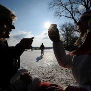 Das Alstereisvergnügen ist Deutschlands größtes Wintervolksfest.