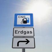 Auch Erdgas ist an den Tankstellen bislang viel zu wenig verbreitet: Bundesweit gibt es nur rund 900 Stellen, die das günstige und umweltschonende Gas anbieten.