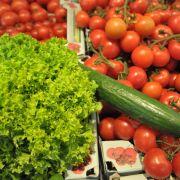 Bevor Obst und Gemüse auf dem Kompost sinnlos vergammeln, wollen Wissenschaftler des Fraunhofer-Instituts es zu Biomethan umwandeln. Damit könnten Autos effizient und umweltschonend fahren.