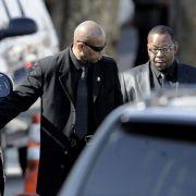 Whitneys Ex-Ehemann Bobby Brown (rechts) war ebenfalls bei der Trauerfeier in der New Hope Baptist Church zugegen. Er galt lange Zeit als schlechter Einfluß für die Sängerin.