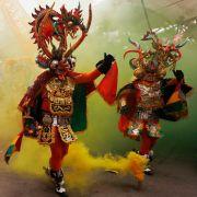 Auch Bolivien feiert seinen Karneval. Der beginnt traditionell mit einem Ritualtanz zwischen Gut und Böse.