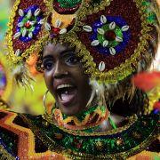 In Rio gibt es die wohl bunteste Parade zur fünften Jahreszeit ...