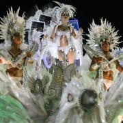 Auch bei dieser Karnevalsformation aus Rio dominiert die Zweifarbigkeit.