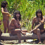 Ein Kontakt zur Außenwelt kommt für sie nicht in Frage. Eindringlinge von außen werden nicht geduldet - und notfalls auch getötet. Vehement verteidigt der Indianerstamm der Mashco-Piro sein Land im Regenwald Perus.