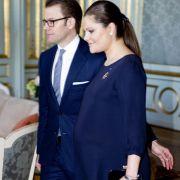 Die hochschwangere Kronprinzessin Victoria und ihr Ehemann Daniel trafen sich noch vor wenigen Tagen mit dem finnischen Präsidenten. Am frühen Morgen des 23. Februar brachte die 34-Jährige ein Töchterchen zur Welt.