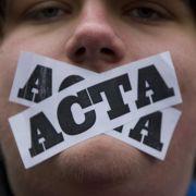 Vor allem junge Leute wollen sich bezüglich ihrer Freiheit im Internet den Mund nicht verbieten lassen.