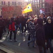 «Wir sind hier, wir sind laut, weil man uns das Netz wegklaut.» Die Demonstranten in Leipzig sind verärgert.