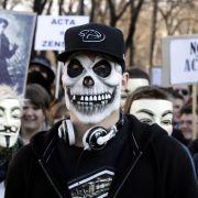 Doch auch andere Masken sind erlaubt, wie dieser Demonstrant aus Wien beweist.