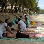 An den Sandstränden Thailands können deutsche Rentner offenbar besser entspannen als hierzulande.