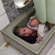 Nur in der Badewanne fühlt sich Rebecca sicher.