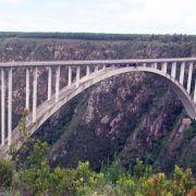 Von dieser Brücke geht es 216 Meter in die Tiefe.