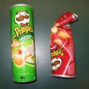 Sieht harmlos aus, hat es aber in sich: Selbst in Chipspackungen verstecken die Drogendealer ihre Ware.