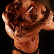 Platz 16: Weltweit 15 Millionen Menschen nehmen anabole Steroide, um den Muskelaufbau ihres Körpers zu beschleunigen. Doch sie können zu schweren körperlichen Schädigungen führen. Sterilität, Leberinsuffizienz und Herzversagen sind die bekanntesten.