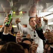 Platz 5: Alkohol ist eine der ältesten Drogen der Menschheit, die zehntausende Todesfälle jährlich verzeichnet. Das Problem: Sie ist billig, leicht zugänglich und sorgt bei jeder Party für gute Laune - zumindest bis zu einem gewissen Punkt.