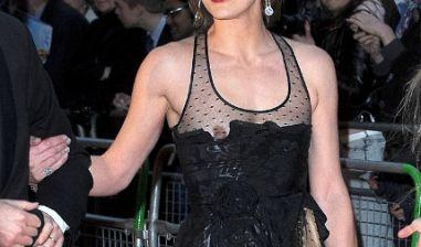 Bei Modelkollegin Milla Jovovich ist hingegen aus Versehen etwas verrutscht.