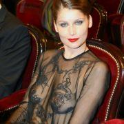 Sie dürfte sich über die Transparenz ihres Oberteils durchaus bewusst gewesen sein. Model Letizia Casta erschien so auf einer Preisverleihung.