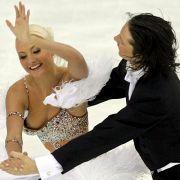 Auch Sportler sind vor derlei Busenblitzern nicht gefeit. Bei der russischen Eistänzerin Oksana Domnina verrutschte bei einer Figur während des Pflichtprogramms 2006 das Kostüm.